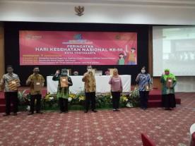 Kelurahan Suryatmajan menerima piagam Penghargaan dalam rangka Peringatan Hari Kesehatan Nasional